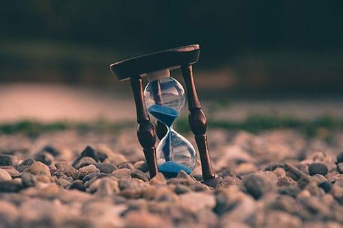 На картинке песочные часы.